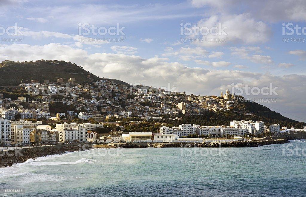 Vue sur la côte de l'autre côté de la baie d'Alger - Photo