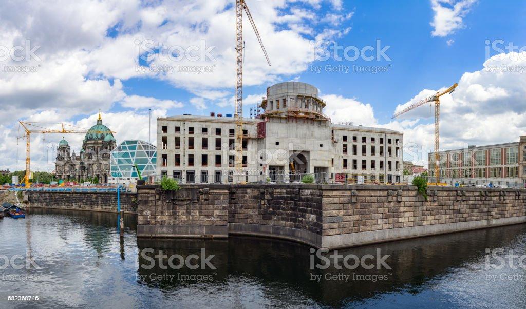 View of the construction site Berlin City Palace (Berliner Stadtschloss) and Humboldt Box. zbiór zdjęć royalty-free
