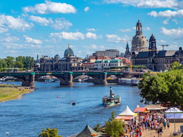 Blick auf den Elbufer von Dresden – Foto