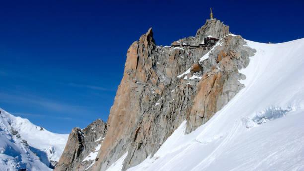 vue sur la célèbre Aiguille du Midi et de glaciers environnants et de paysage de montagne - Photo