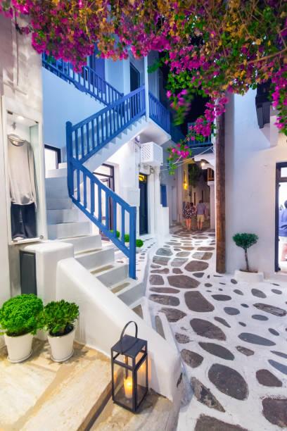 Blick auf die berühmten malerischen engen Gassen von Mykonos-Stadt, Insel Mykonos, Griechenland – Foto