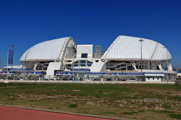 オリンピック公園、ロシアの fisht スタジアムの眺め - クラスノダール市 ストックフォトと画像