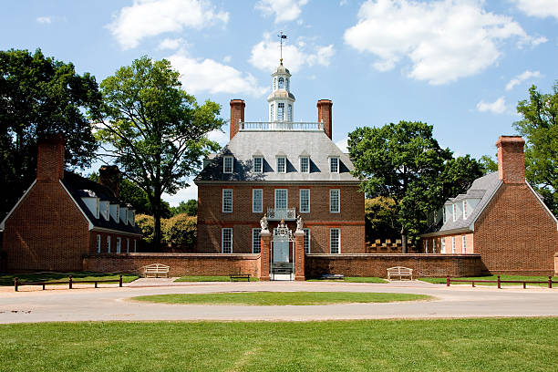 A view of the Governors Palace The Governor's Palace in Colonial Williamsburg, Virginia. A brick Colonial house with a courtyard, and former home of Thomas Jefferson. colonial style stock pictures, royalty-free photos & images