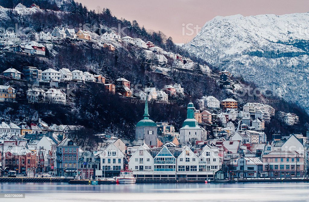 Vue sur le port en hiver de Bergen, Norvège - Photo
