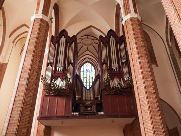 Blick auf die historische Orgel in der Basilika in Stettin – Foto