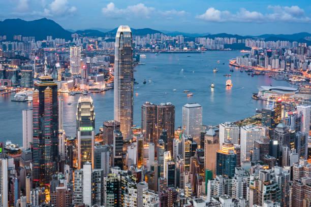 utsikt över hong kongs skyline. - hongkong bildbanksfoton och bilder