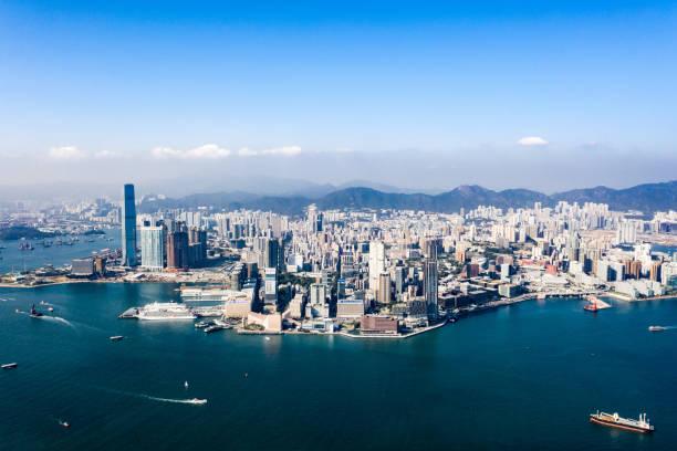 blick auf die skyline von hongkong - kowloon stock-fotos und bilder