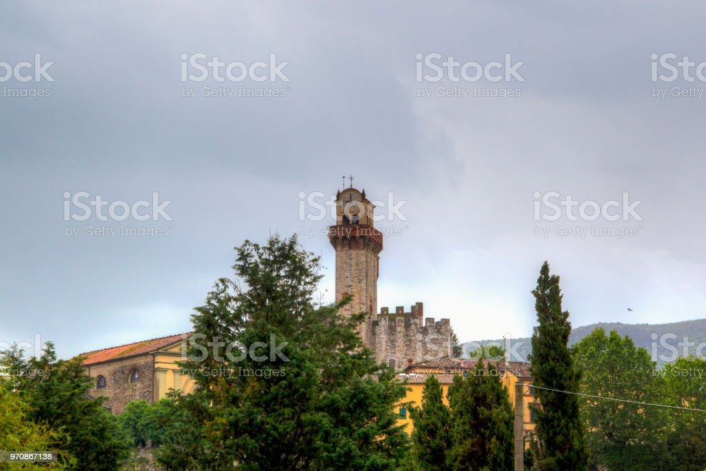 Blick auf die italienische Festung Castello di Nozzano – Foto