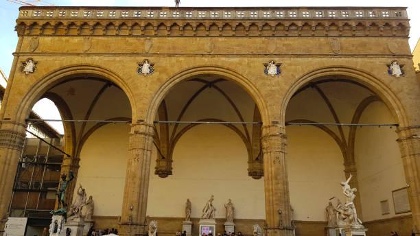 Blick auf die Loggia dei Lanzi auf der Piazza della Signoria in Florenz, Toskana, Italien – Foto
