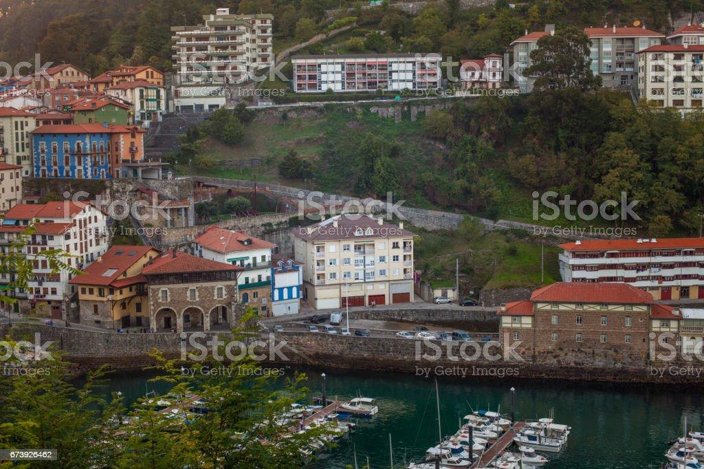 Vue sur la marina à Mutriku, Espagne photo libre de droits
