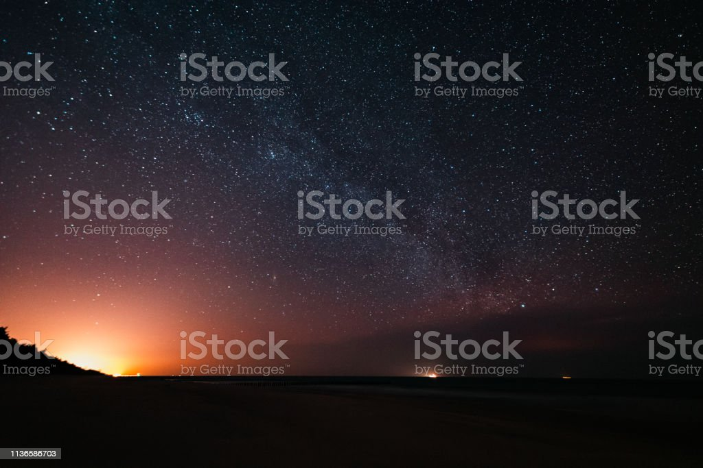 view of the milkyway from the beach – zdjęcie