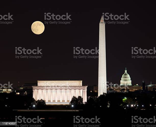 View of the moon rising in a clear sky in washington dc picture id119740531?b=1&k=6&m=119740531&s=612x612&h= t0f8uut56fmawuwgmwn794wr7covkqlrozqeac6bfs=