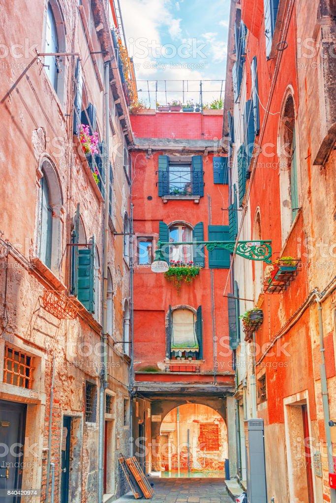 Vista De Los Lugares Más Hermosos De Venecia Calles Estrechas Casas ...