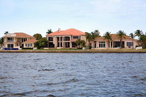 a view of the nice homes in florida along the waterfront - south stock photos and pictures