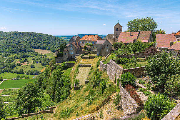 View of the picturesque medieval village in valley – Foto