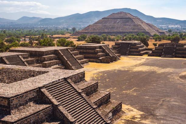 Blick auf die Pyramide der Sonne auf die alte aztekische Stadt Teotihuacan, Mexiko – Foto