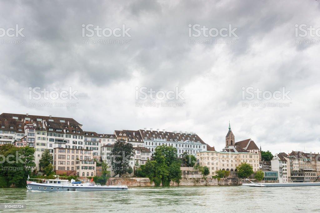 Blick auf den Rhein und die Kathedrale in der Stadt Basel. Schweiz – Foto