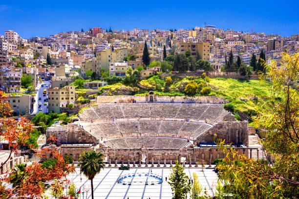Blick auf das römische Theater und die Stadt Amman, Jordanien – Foto