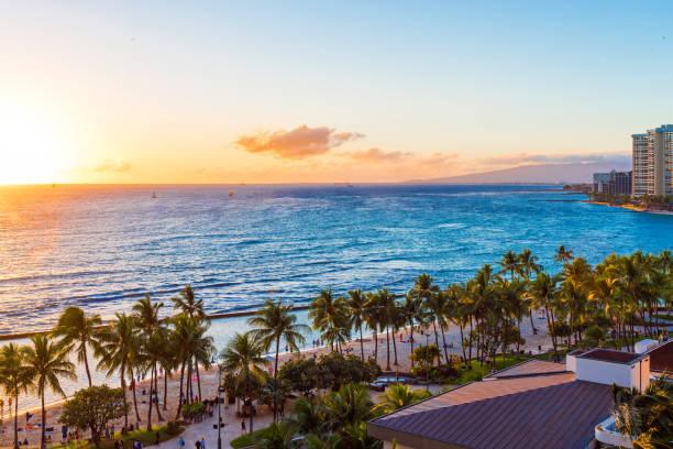 Blick auf den sandigen Strand bei Sonnenuntergang, Honolulu, Hawaii. Platz für Text zu kopieren. – Foto