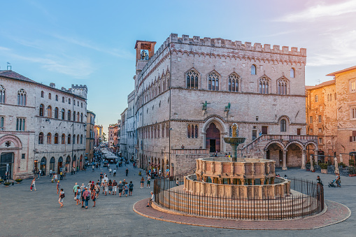 View of the scenic main square (Piazza IV Novembre) and fountain (Fontana Maggiore) masterpiece of medieval architecture in Perugia, Umbria, Italy
