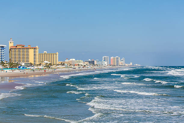 view of the seashore and hotels in daytona beach, florida - daytona 500 stock photos and pictures