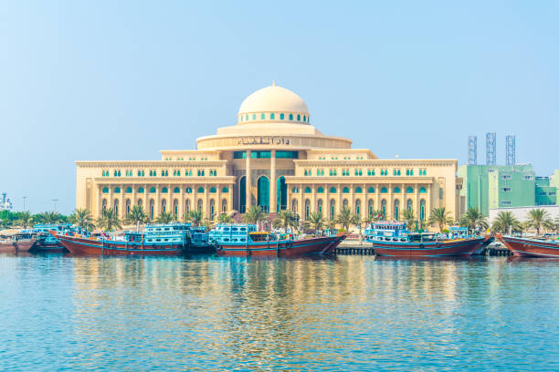 view of the sharjah court in the uae. - sharia foto e immagini stock