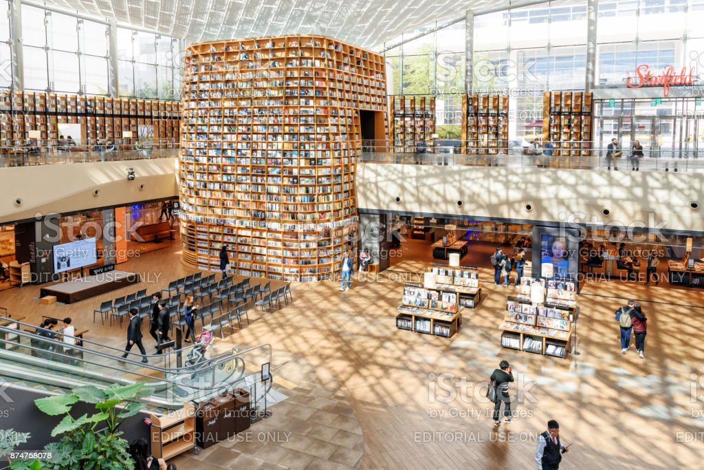 View of the Starfield Library reading area, Seoul, South Korea stock photo