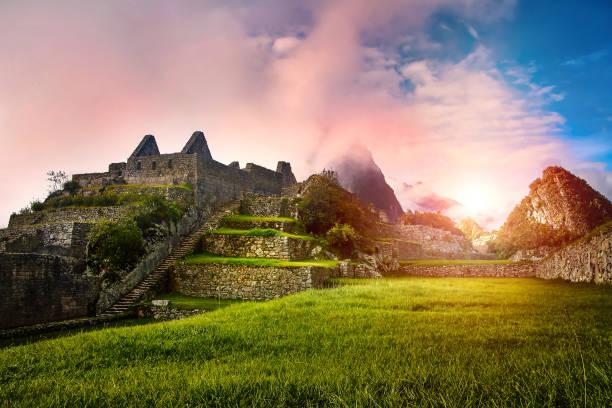 syn på stenen ruinerna machu picchu i gryningen - peru bildbanksfoton och bilder