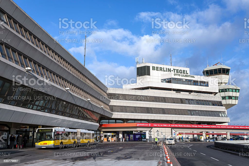 Vista para o aeroporto de Tegel. - foto de acervo