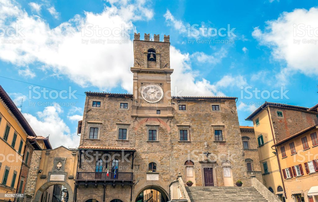 view of the town hall in the medieval city of Cortona - foto stock