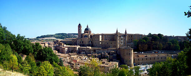 Vista della città di Urbino - foto stock