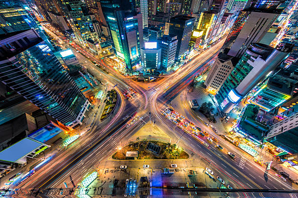 a view of the traffic in seoul from above - kruispunt stockfoto's en -beelden