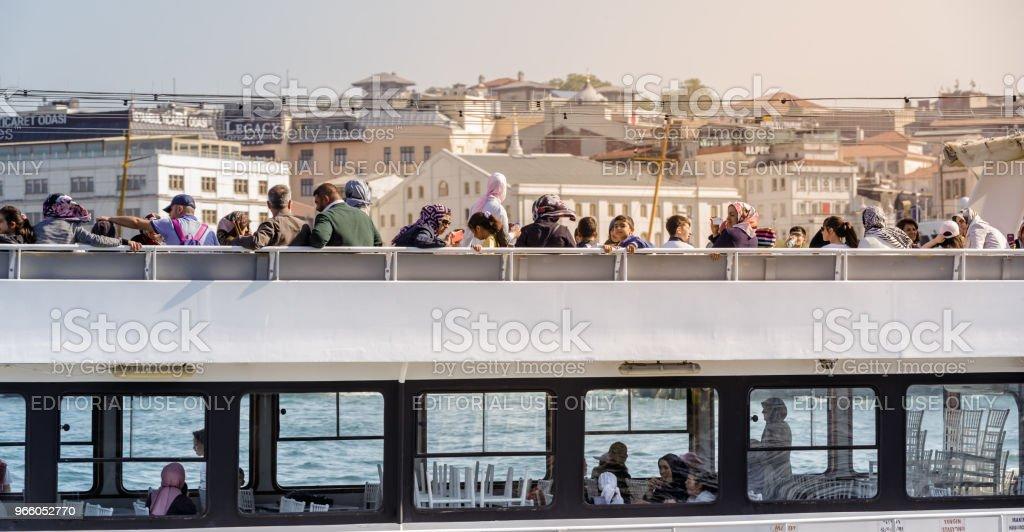 Visa för turister och nya moskén - Royaltyfri Berömd plats Bildbanksbilder