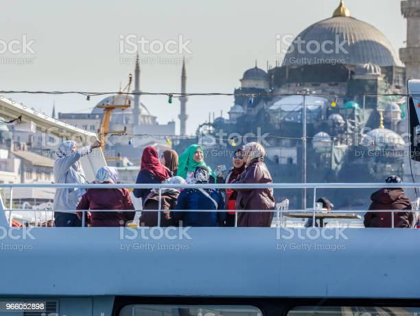 Visa För Turister Och Nya Moskén-foton och fler bilder på Berömd plats