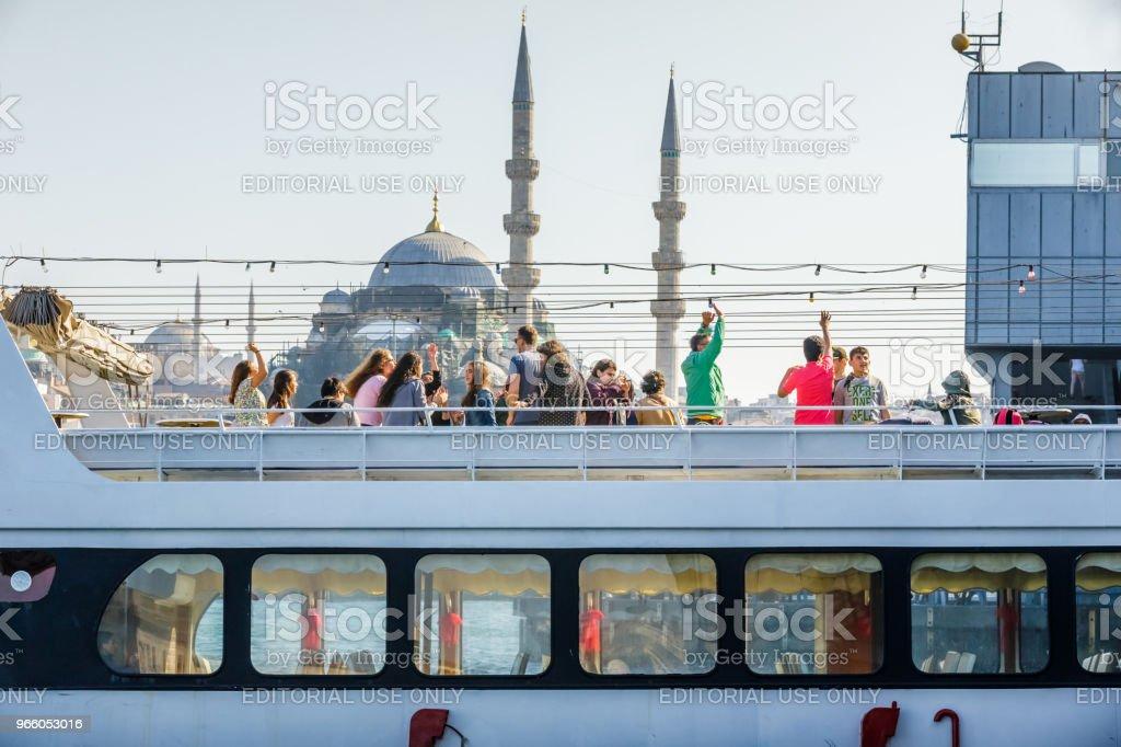 Weergave van toeristische mensen en nieuwe moskee - Royalty-free Baai Stockfoto