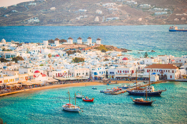 Blick auf das traditionelle griechische Dorf mit weißen Häusern auf mykonos Island, Griechenland, – Foto