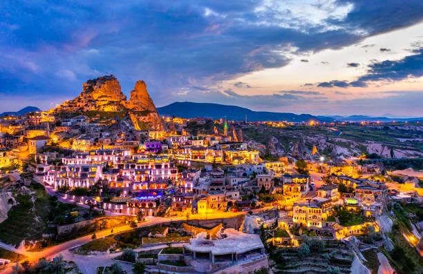 Blick auf Uchisar bei Sonnenuntergang. Kappadokien, Türkei – Foto