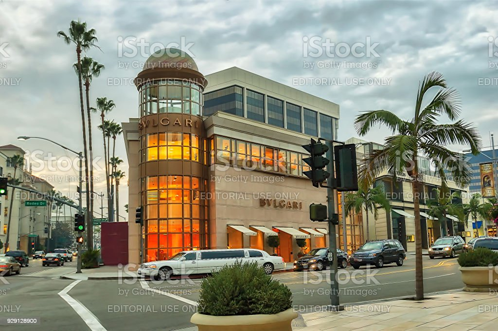 e94f202597e View of upscale shops and traffic on famous Rodeo Drive in Beverly Hills