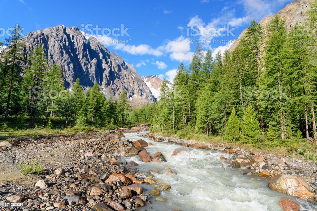 Blick auf Aktru River, Karatash Spitze und Aktru Gletscher. Republik Altai. Russland – Foto