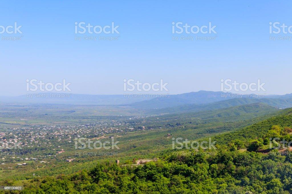 Bekijk op Alazani vallei en Kaukasus gebergte van Sighnagi, Kakheti, Georgia - Royalty-free Architectuur Stockfoto