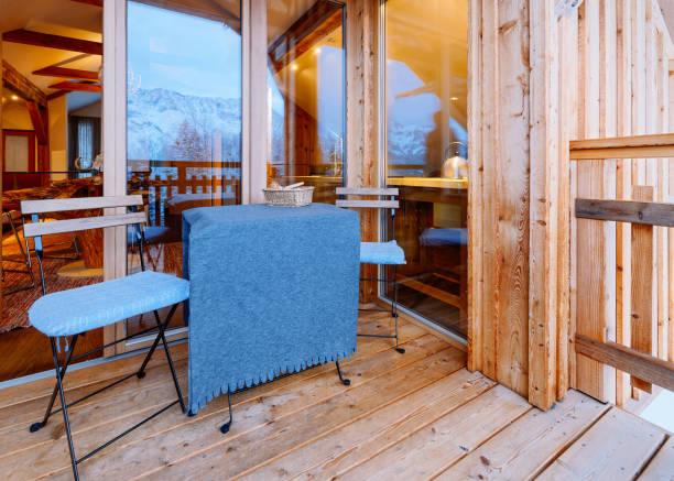 blick auf den balkon des wohnzimmers - hotel alpenblick stock-fotos und bilder