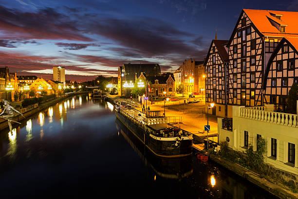 Blick auf Bydgoszcz in Polen während eines Sonnenaufgang – Foto