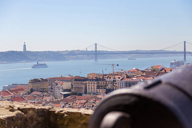 view on Lisbon with old metal cannon trunk – Foto