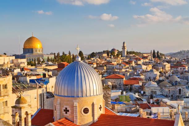blick auf n dächer der altstadt von jerusalem - jerusalem stock-fotos und bilder
