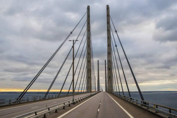 visa på öresundsbron mellan sverige och danmark - öresund bildbanksfoton och bilder