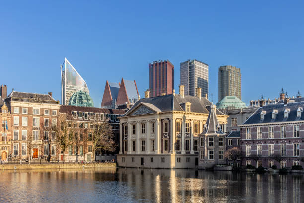 View on pond Hofvijver, buildings of the Binnenhof and skyline of the Hague, Netherlands-2019 Skyline at the Hofvijver at Den Haag, The Netherlands kantoor stock pictures, royalty-free photos & images