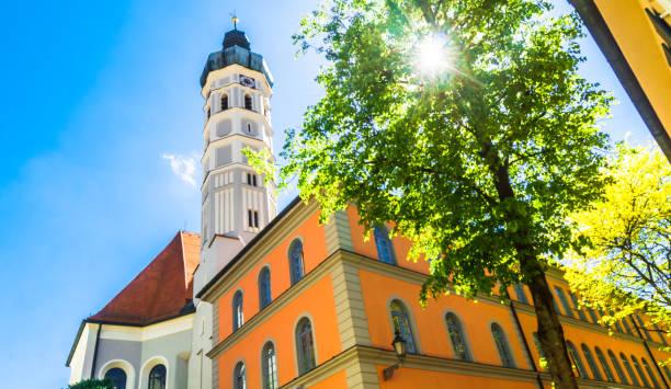 blick auf die pfarrkirche st. jakob in der stadt dachau neben münchen - deutschland - münchen weather stock-fotos und bilder