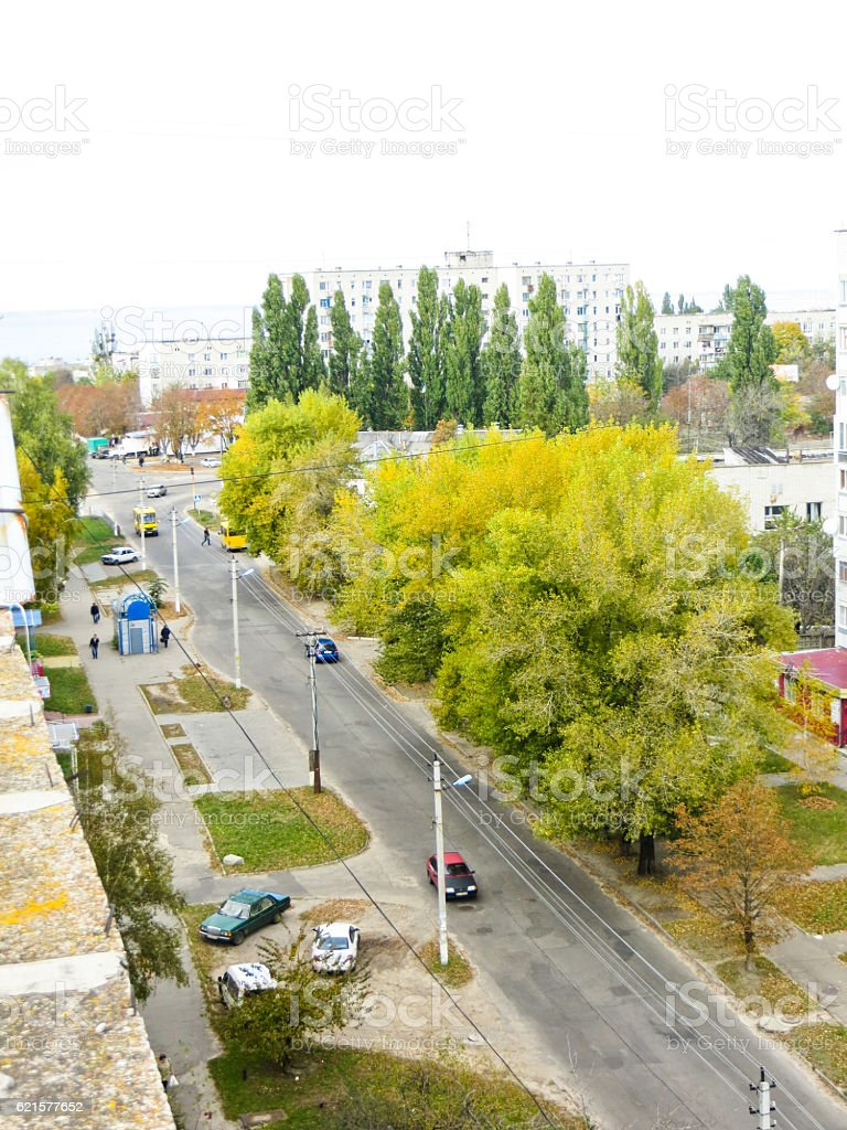 View on street from the roof of multistory building photo libre de droits