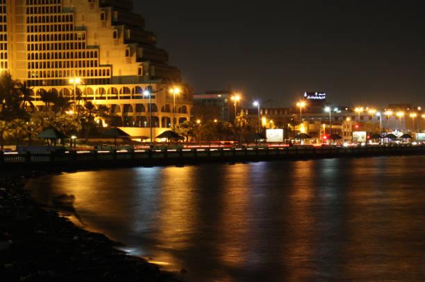 view on the corniche in jeddah - sharia foto e immagini stock
