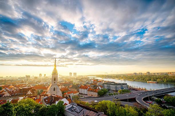 보기를 구도시 에서 브라티슬라바 - 슬로바키아 뉴스 사진 이미지